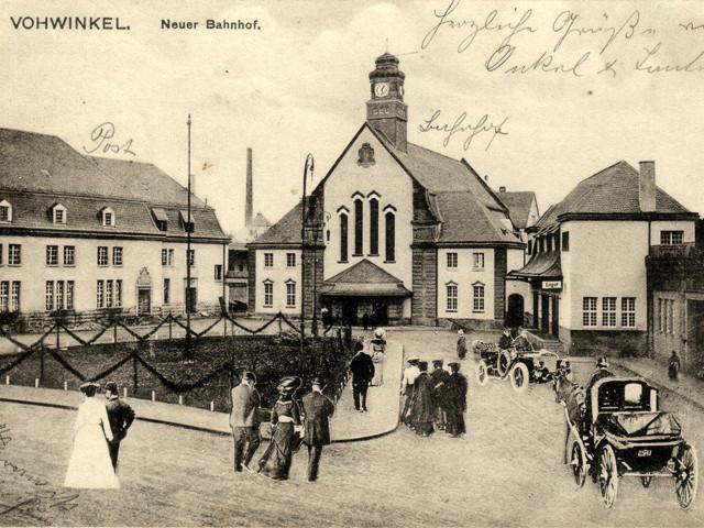 Unser Bahnhof – Vorplatz  1909